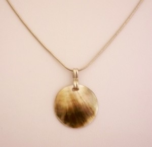 N006_Shell_Necklace_On_Silver_Chain