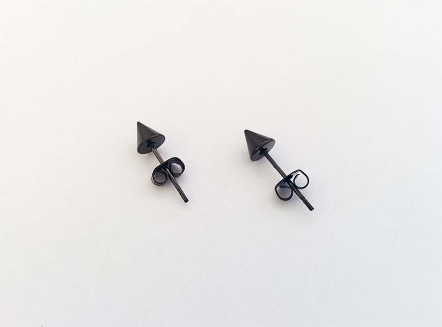 black_spike_stud_earrings