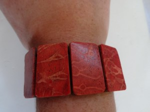 red_coral_stretch_bracelet