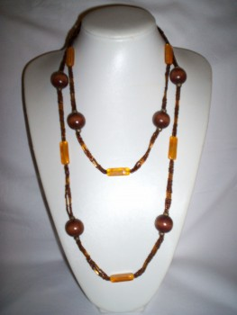 long_brown_necklace