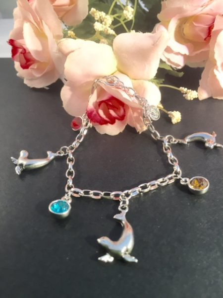 seal+charm_bracelet