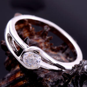 white_gold_classical_ring
